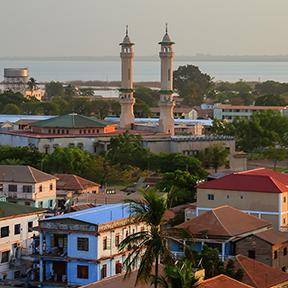 Luftpanoramaansicht zur Stadt von Banjul
