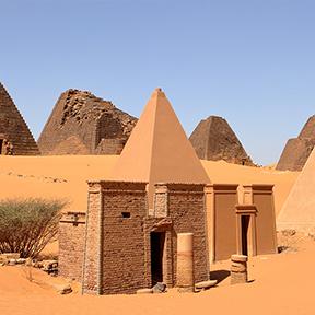Die Pyramiden von Meroe in der Sahara von Sudan