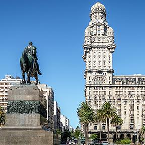 Plaza Independencia und Palacio Salvo