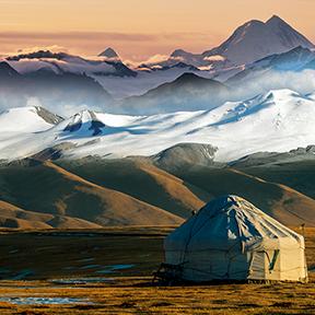 Nomadenzelten bekannt als Jurte in den Bergen von Almaty