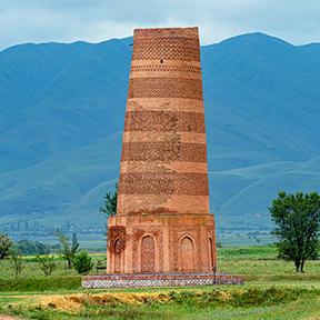 Der Burana-Turm im Chuy-Tal im Norden der Hauptstadt Bischkek