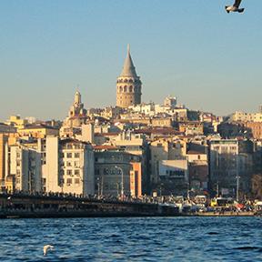 Das Meer und die Hauptstadt der Türkei.