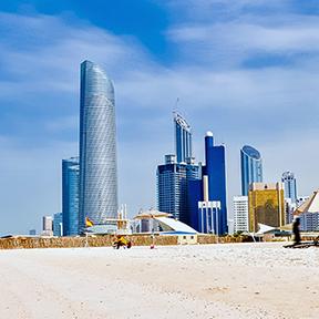 Strand und Skyline von Dubai